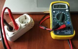 Как проверить мультиметром напряжение в розетке